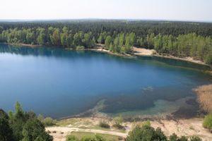 Der Felixsee lädt mit seinem klaren Wasser zum Baden ein.