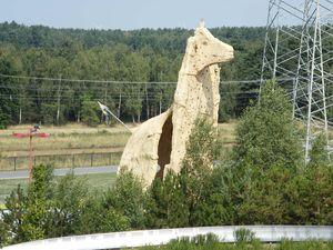 """Die """"Giraffe"""" dient als Kletterfelsen"""